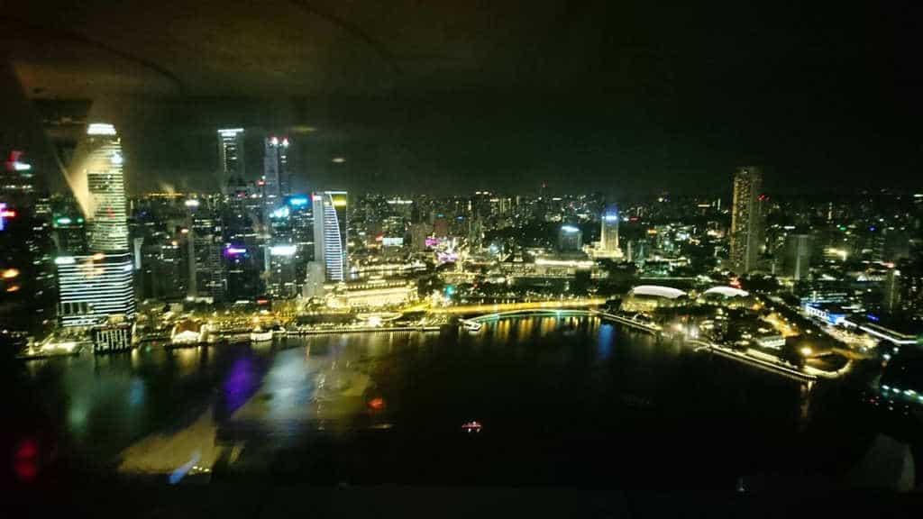 港区女子夜景